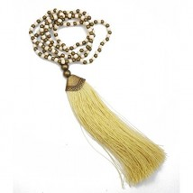 collier long beige avec pompon